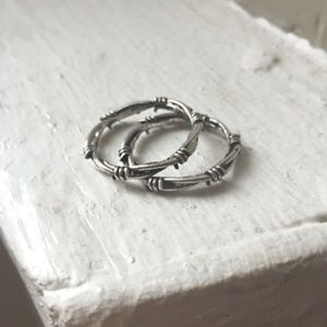 SOUVENIR JEWELRY Barbed Wire Ring Set